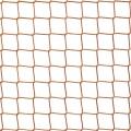 Piłkochwyt - boisko szkolne Piłkochwyty na boiska szkolne o wymiarach 45 x 45 cm i grubości siatki 3 mm sprawdzą się na każdym boisku szkolnym, stadionie w klubach sportowych czy innych obiektach na których potrzeba ochrony i bezpieczeństwa. Będzie to idealne odgrodzenie od terenu wokół i zabezpieczy uczestników spotkania, jak i oglądających widowisko. Mocna siatka z polipropylenu będzie w stanie wytrzymać silne naprężenia, nawet gdy piłka z dużą siłą w nią wpadnie, a także będzie odporna na wszelkie uszkodzenia mechaniczne.