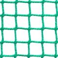 Siatki Warszawa - Ogrodzenia kortów tenisowych Siatka na ogrodzenie kortu tenisowego o wymiarach oczek 2 x 2 cm i grubości siatki 2 mm doskonale zatrzyma wszystkie lecące z dużą prędkością piłki. Będzie to zabezpieczenie dla ludzi oglądających rozgrywki, ale także ułatwi grę zawodnikom. Siatka sprawi, że piłki nie będą wylatywać poza teren boiska i doskonale będą mogły być znalezione przez graczy. Trwały materiał jakim jest polipropylen doskonale sprawdzi się na kortach na zewnątrz, jak i tych znajdujących się wewnątrz dużych hal w szkołach nauki gry w tenisa.