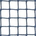 Siatki Warszawa - Siatka z małym oczkiem na boisko Niejednokrotnie ogrodzenie boiska wymaga użycia drobnej siatki, która zapewni ochronę trybun, a także posłuży jako warstwa wychwytująca nawet bardzo małego rozmiaru piłki. Do takich zadań służy siatka o niewielkich oczkach wielkości 2 x 2 cm i grubości sznurka z polipropylenu 2 mm. Jest to produkt niezastapiony w przypadku boisk, na których odbywają się rozgrywki, z użyciem przedmiotów o niewielkich wymiarach. Siatka jest również często używana jako zabezpieczenie widzów przed uszkodzeniami od piłek.